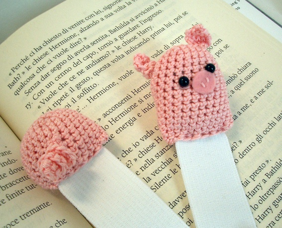 I want some! Piggy bookmarks.