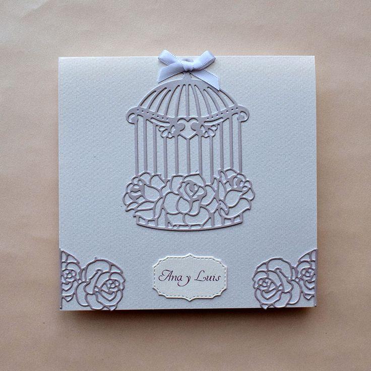 Invitación de boda vintage con detalles decorativos de jaulita, y rosas, en color lila