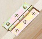 Bänder und Scharniere verbinden Türen und Klappen mit dem Möbelkorpus. Wir helfen dir, den passenden Beschlag zu finden.