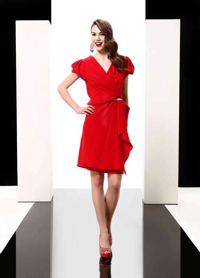 Jus de Pommes Önü volanlı kemerli elbise Markafoni'de 249,99 TL yerine 69,99 TL! Satın almak için: http://www.markafoni.com/product/3616521/