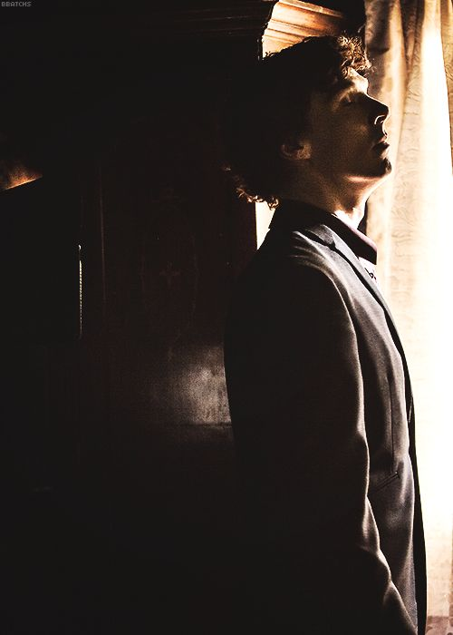 Sherlock, behind the scenes... That's just beautiful. The lighting and the angle and his JAWLINE...