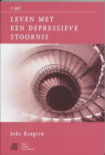 """Leven met een depressieve stoornis  Description: Een depressie is iets anders dan """"in een dip zitten"""". We spreken van een depressie als je minimaal twee weken achtereen somber bent. Daarnaast moet je nog minimaal vier andere depressieve symptomen hebben zoals verminderde eetlust concentratie of geheugenproblemen moeheid schuldgevoelens en/of gedachten aan de dood. Alhoewel een op de tien Nederlanders in zijn leven met een depressie te maken krijgt is iedereen toch op zijn eigen persoonlijke…"""