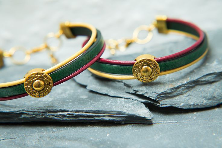 Lohan Red, green and gold Leather anklet / bracelet. Mens, Unisex leather Anklet. Peace, Boho, Rasta mens anklet By Molax Chopa Tribe by MolaxChopa on Etsy https://www.etsy.com/uk/listing/570983441/lohan-red-green-and-gold-leather-anklet