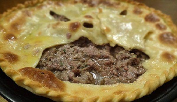 Осетинские пироги с мясом (фыдджын) — очень древнее национальное блюдо, которое обычно подают на праздничный стол для дорогих гостей. Настоящий фыдджын должен быть очень сочным, поэтому форма его нес…