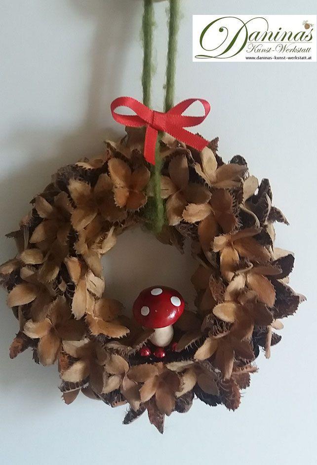 Handgemachter Bucheckerkranz mit glücklichem Pilz und Band. B / H 14 cm. Ideal für …
