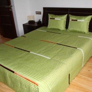 Prehoz na posteľ zelenej farby