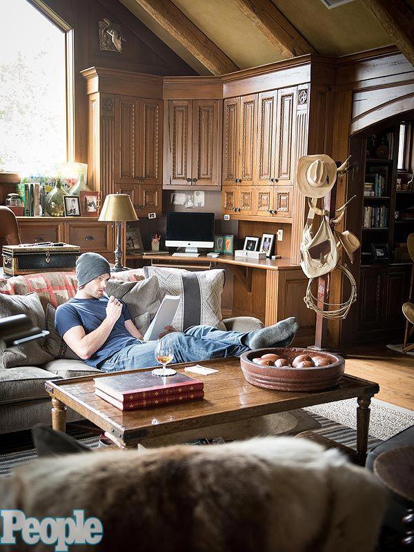 Peek Inside Jared Padalecki's Cozy Man Cave (Photos) http://greatideas.people.com/2015/04/09/jared-padalecki-supernatural-home-man-cave/