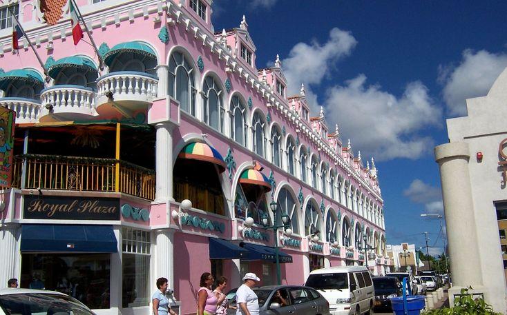 Un paseo por las calles de Oranjestad    Fuente: en.wikipedia.org