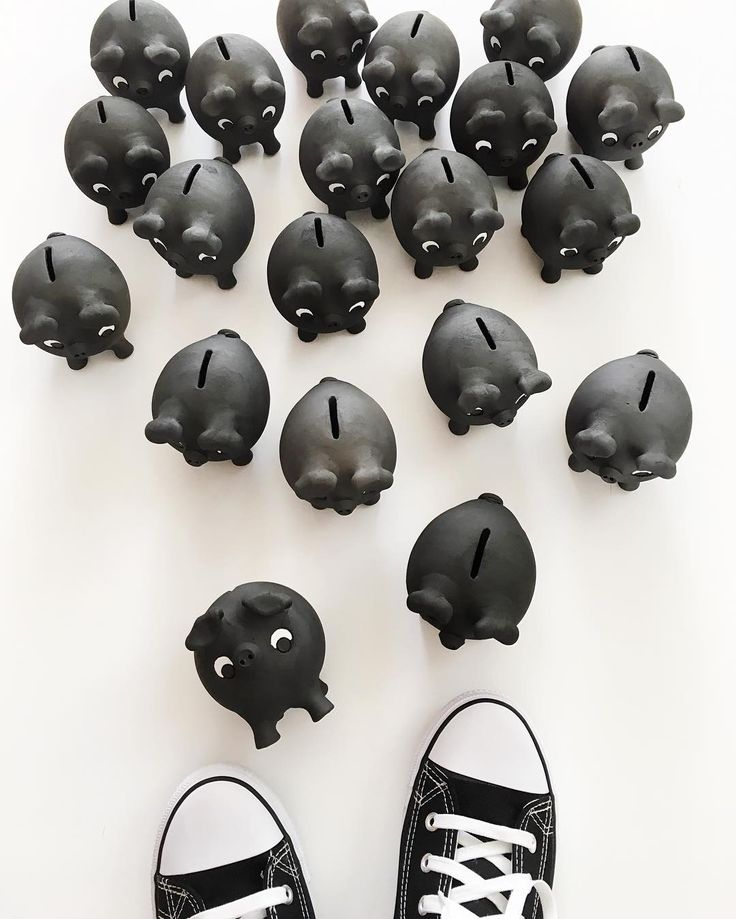 Oink. Our black clay piggy banks are back in stock (and make for a lovely little gift). #madeinportugal #handmade #craft #moderncraft #pig #pigsofinstagram #piglet #oink #clay #blackclay #porcopreto #ourique #potter #pottery #modern #minimal #contemporary #monochrome #lookingdown #blackandwhite #blackwhite #piggybank #moneybank #moneybox #etsy #etsyseller #algarve #olhao #olhão #casacubista