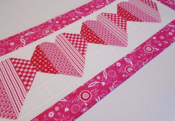 1000 Ideas About Table Toppers On Pinterest Quilted