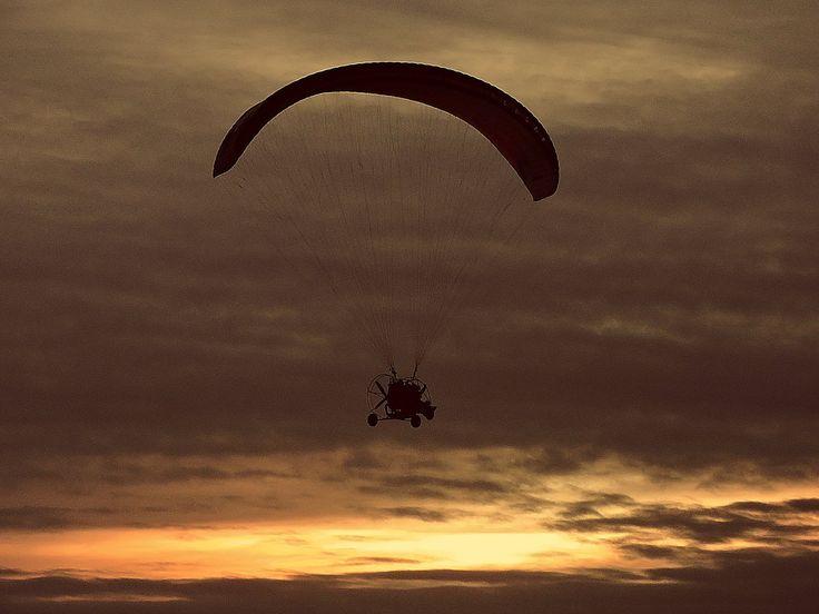 Escuela de vuelo ¿Querés volar?. Comunicate con nosotros para iniciarte en este maravilloso deporte. Cursos en La Plata y en Campana. Tel: (02254) 15 538431
