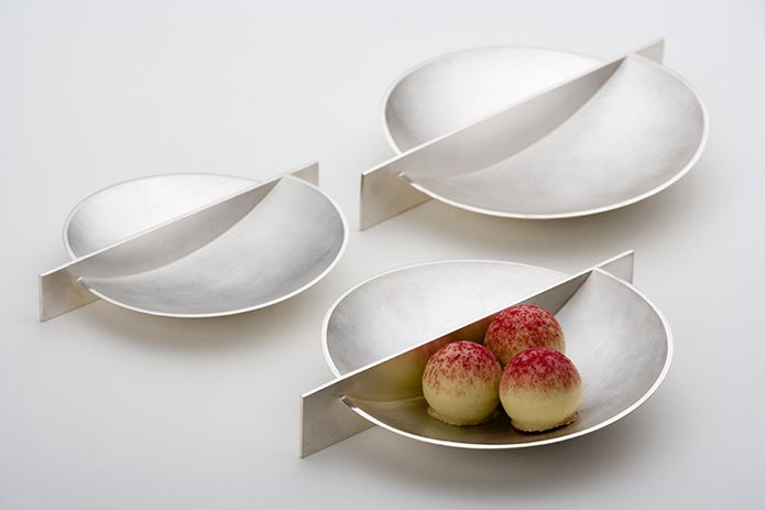 Jacqueline Scholes: Silver dishes, hand formed and fabricated, fine silver