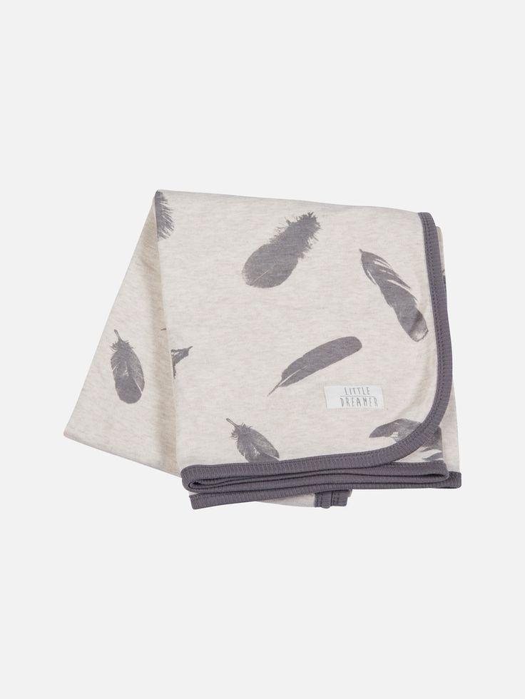 Mjuk filt i 100 % ekologisk bomull från vår Svanenmärkta kollektion. Filten är 90 x 90 cm. Enfärgad på ena sidan och mönstrad på den andra. Kontrastfärgad y Melerad beige