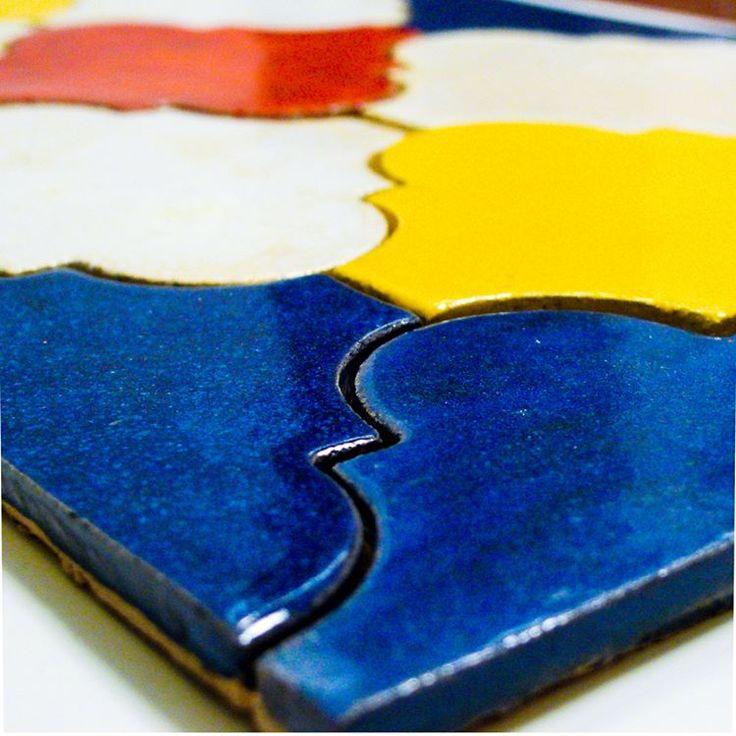 Our hand made ceramics arabesque tile #kafle #ceramika #plytkicetamiczne #tile #handpaintedtile #kitchenbacksplasch #ceramics #design #designinspiration #azulejos #handmadetile #arabesque #nacksplash #wall #kitchen #bathroom #jumatile