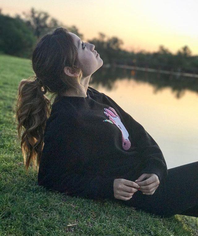 Karol , mi idola , la chica que le hace sonreír la quiero mucho y espero algún día poder abrazarla 😭