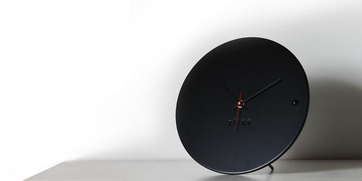 tre small black desk clock | xline