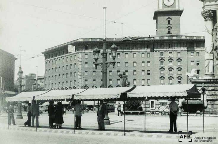 Plaça Espanya | L'edifici que es veu era un hotel construït per l'Exposició Universal del 29. Arxiu Fotogràfic de Barcelona