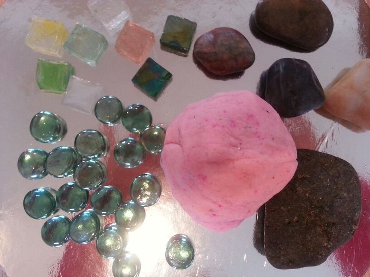 Glitter play dough with pebbles on mirrored placemats... heaps of fun ~