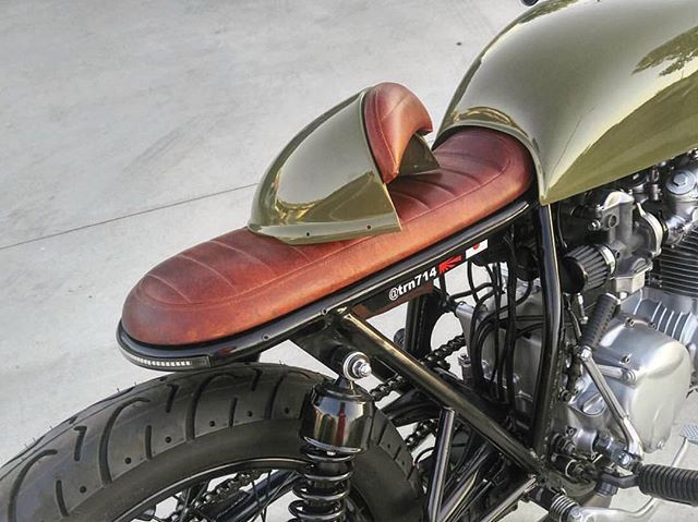 Best of both worlds. Details of @trn714's removable cowl and seat setup for his Honda CB550  Thanks for the inspiration! . . . #croig #caferacersofinstagram