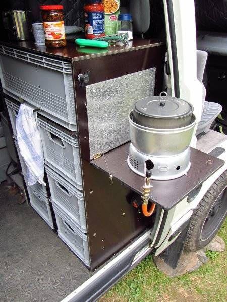 """Küchenblock: - Integration eins 2-Flammigen Kochers in eine Schublade welche sich nach Rechts ausziehen lässt - Der """"Deckel"""" des Blocks lässt sich nach oben klappen, damit auch """"unter Dach"""" gekocht werden kann und bildet gleichzeitig Schutz für die Beifahrerkopfstütze - Der Gesamte Block lässt sich auf Schienen verschieben - Auf der Rückseite das Blocks ist ein Klapptisch montiert z.B. für Frührstück - Unten Gasversorgung, Teller  usw - eine Schublade Tiefer wäre ein kleines Spühlbecken…"""