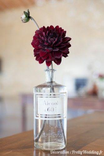 Centre de table  #centredetable #fleur #flacons  #cabinetdecuriosités #mariage #pretty #wedding @PrettyWeddingFR
