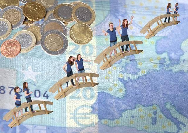 Ograniczenie stosowania obniżonych stawek VAT, ustanowienie rady polityki fiskalnej, uproszczenie prawa podatkowego – to tylko niektóre zalecenia Komisji Europejskiej dla Polski na najbliższe miesiące. Czy analizy KE są trafne? Czy pozwolą sprostać wyzwaniom stojącym przed polską gospodarką? Dowiedz się więcej, podczas konferencji organizowanej przez Instytut Nauk Ekonomicznych PAN i KE. Zapraszamy 24 czerwca do Pałacu Staszica w Warszawie. http://bit.ly/1oUGmAm