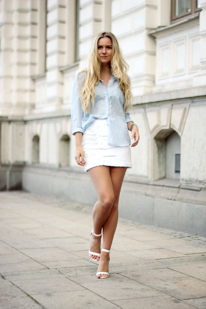 Outfit / Streetstyle: Blue shirt and white sequin skirt.