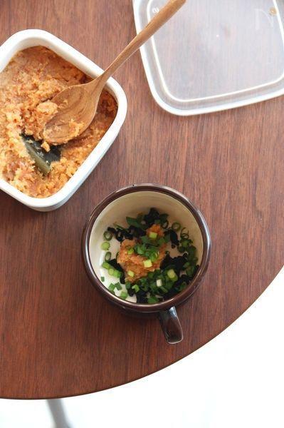 味噌に出汁を混ぜてストック。お湯を注げば即席のお味噌汁の完成!1回分ずつ丸めて「味噌玉」にもできますよ。