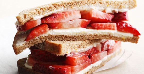 Strawberry & Cream Cheese Sandwich | KitchenDaily.ca