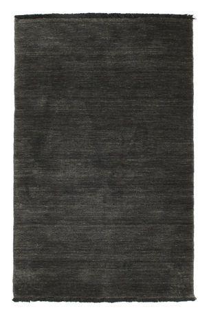 Questi tappeti sono realizzati a Bhadohi, India, con una lana morbida e di alta qualità che rende il tappeto soffice e piacevole da calpestare. Nel processo di produzione viene usato un telaio diverso, che permette di lavorare più velocemente rispetto all'annodatura tradizionale, con il risultato che il prezzo di questi tappeti è inferiore.