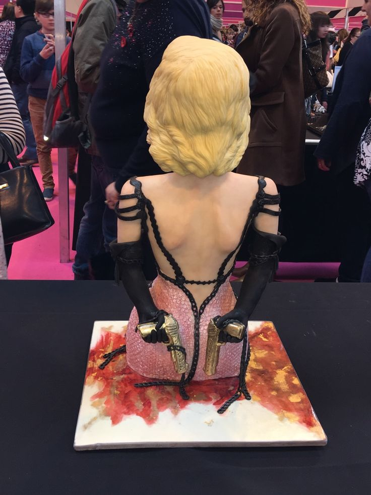 Your Majesty — #cake#fondant#fondantcakes#yourmajesty#cakeinternat...