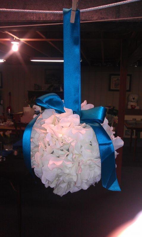 DIY Hydrangea Kissing Ball : wedding diy flowers pomanders ...