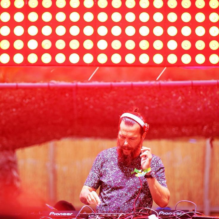 @birolgiray sahnede! #electronicafest #beegee #cesme #summer #music #festival #beach #sand #holiday