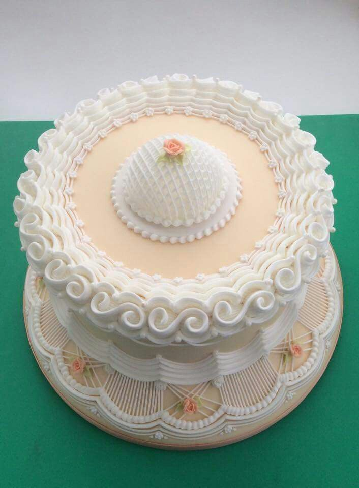 Peach and white Lambeth cake