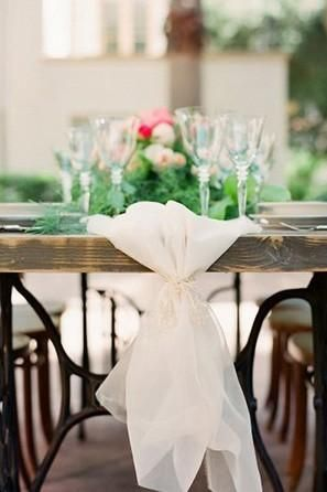 Simple gathered organza table runners.