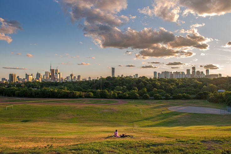 Riverdale Park Toronto. By Lori Whelan [2048x1365] [OS]