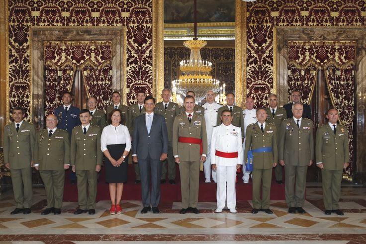 Audiencia Militar a una comisión del Servicio de Cría Caballar. Su Majestad el Rey junto a los miembros del Servicio de Cría Caballar. Palacio Real de Madrid, 07.09.2015