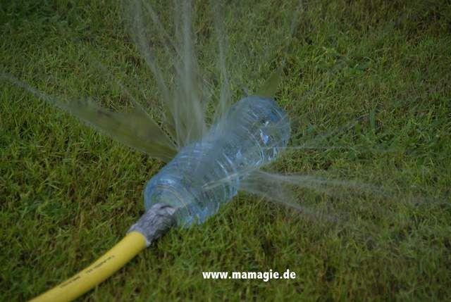 Rasensprenger aus Plastikflasche / Sprinkler made from plastic bottle / Upcycling