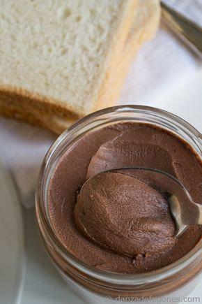Un desastre! - Crema de cacao y avellanas. Nocilla o nutella casera   http://danzadefogones.com/crema-de-cacao-y-avellanas-nocilla-o-nutella-casera/