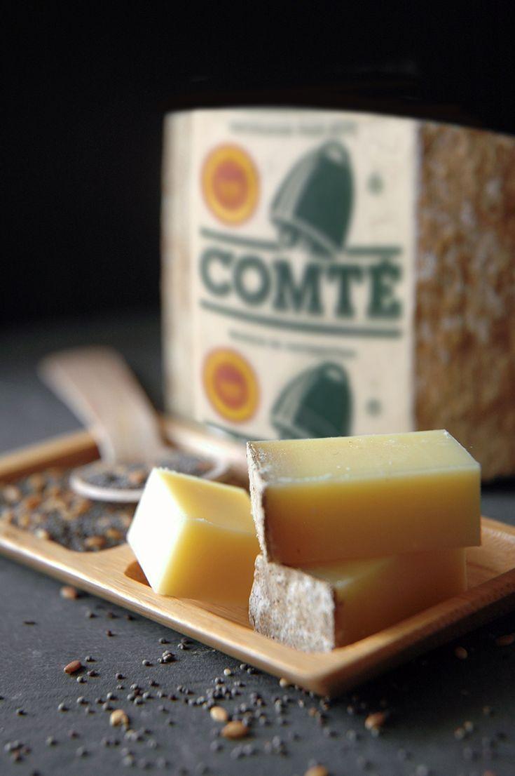 Comté, heerlijke Franse bergkaas. Lekker met de juiste wijncombinatie. Lees hier de tips! #comte #Frans #bergkaas #genieten #borrelen #wijn #kaas