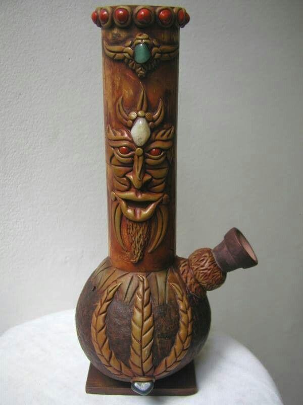 Pretty cool bong! - CannabisTutorials.com