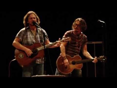 Johnny Depp and Eddie Vedder performing Society! very good!
