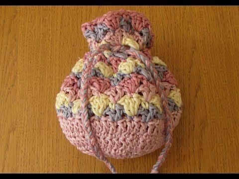 VERY EASY crochet drawstring bag tutorial - crochet purse for beginners - http://www.knittingstory.eu/very-easy-crochet-drawstring-bag-tutorial-crochet-purse-for-beginners/