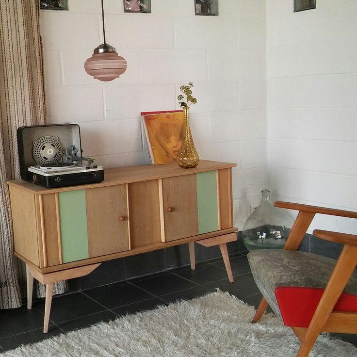 Une commode, une enfilade, une desserte, un lustre, un fauteuil, une table pour une touche déco scandinave.vintage. des produits de chez l AtelierfleaArty !! ☺☺