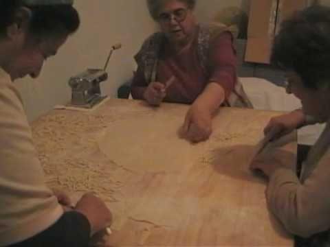 παραδοσιακες χυλοπιτες - σκυφιστα μακαρονια - YouTube