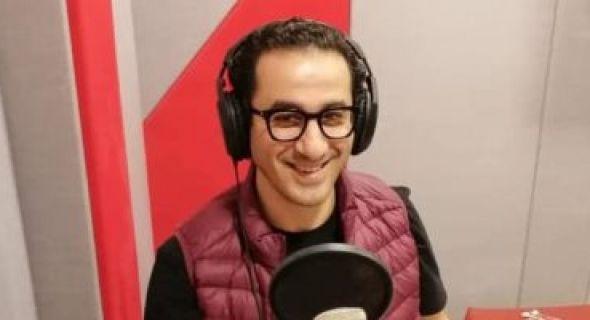 أحمد حلمي يسجل مسلسله الإذاعي وش في وش In Ear Headphones Over Ear Headphones Headphones
