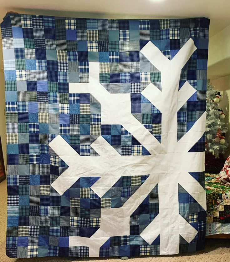 Christi On Instagram What A Fun Quiltalong This Was My Scrappy Snowflakequilt By Modernhandcraft Is Snowflake Quilt Christmas Quilt Patterns Winter Quilts