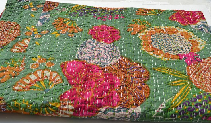 Green Bedding In Flower Print And Hand Stitching - Queen Size Cotton Blanket