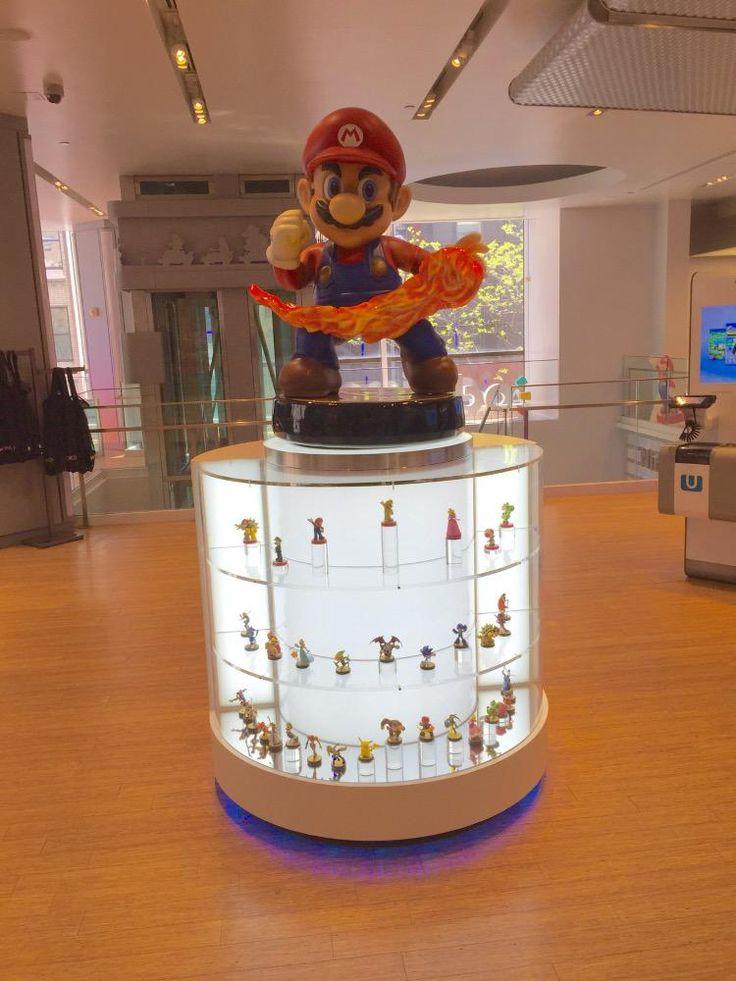 NIntendo Store Amiibo Display. I want that giant Mario amiibo!!!