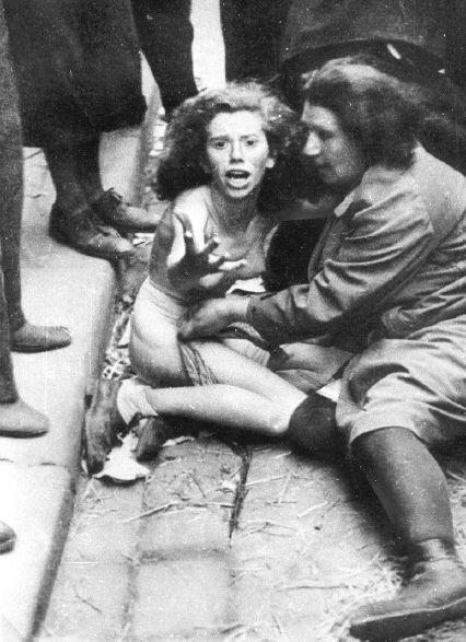 Lvovské pogromy byly dva masakry Židů žijících ve Lvově a okolí, v okupované Republice Polsko (nyní Lviv, Ukrajina), od 30 června do 2 července a 25–29 července 1941 během II.sv.války. Podle Yad Vashemu bylo zavražděno 6.000 Židů Einsatzgruppen, několika ukrajinskými nacionalisty a milicí.